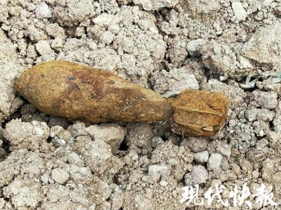 南京一工地挖出迫击炮弹 特警前往处置