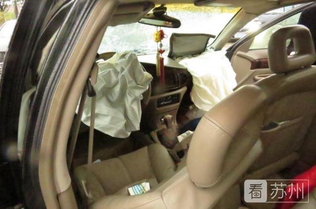 苏州发生两车碰撞事故 只因一个动作导致两种结果