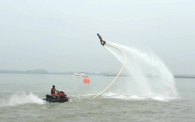 赤山湖公开水域游泳挑战赛暨铁人三项邀请赛开赛