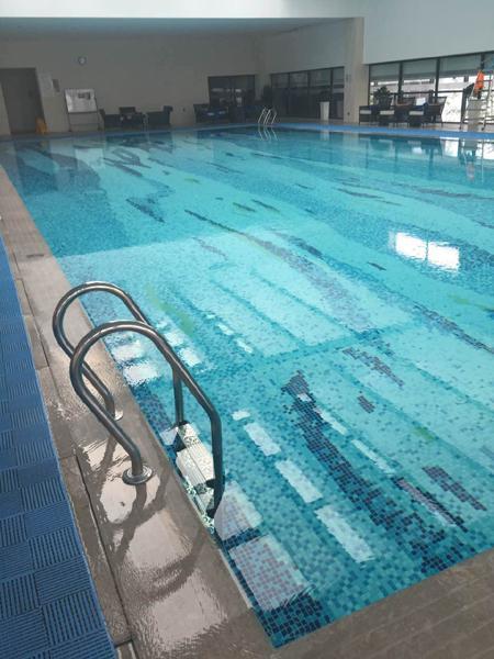 女律师五星级酒店泳池内溺亡 泳池未配备救生员