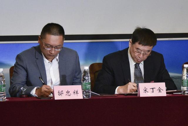 金肯秦奋电竞学院签约仪式在宁举行 秦奋任名誉院长