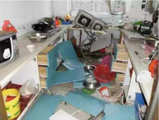 泰州一老太做饭时液化气爆炸 站对位置躲过一劫