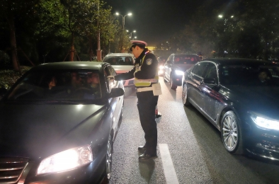 """扬州交警昨晚查获15名""""酒司机"""" 切勿心存侥幸"""