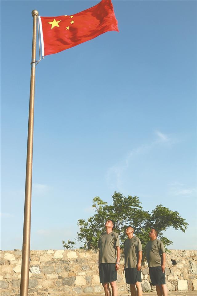五星红旗迎风飘扬!直击开山岛32年来首次换岗