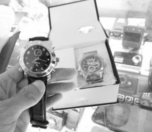 南京珠江路一家电子城售卖能窃听偷拍的手表