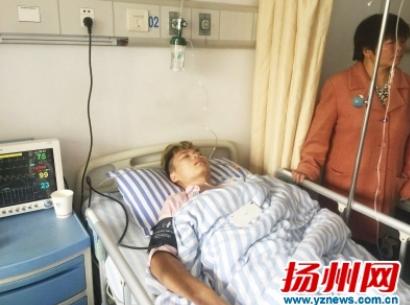 扬州一90后小伙救上溺水女后晕倒 路人上演救人接力