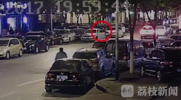 苏州一车主开车门撞倒电动车 缘于开错别人的车