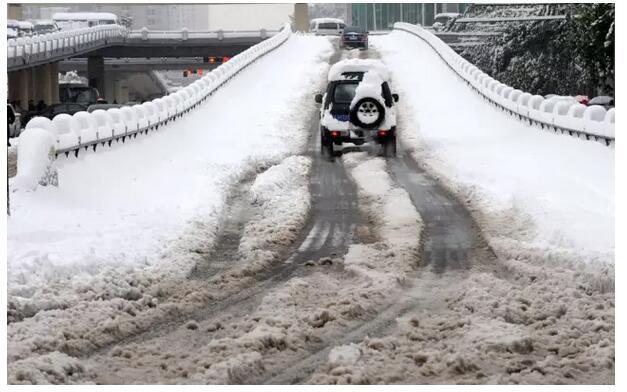 冰雪天 给自己的汽车喝点可乐和二锅头吧