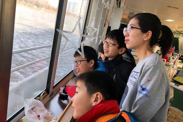 """长江江豚保护主题轮渡从中山码头""""首航"""""""