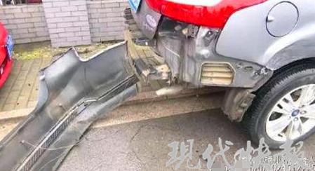 扬州一女司机误把油门当刹车 连撞7车4人受伤