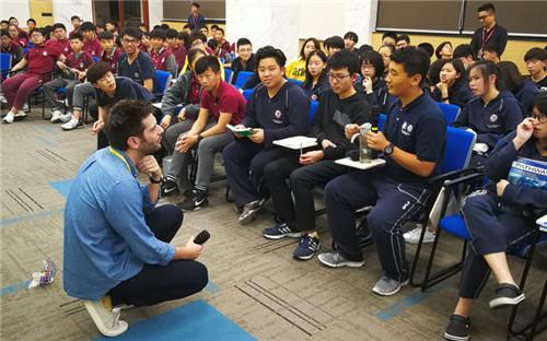 集思学院与上海莱克顿学校合作研发背景提升课程