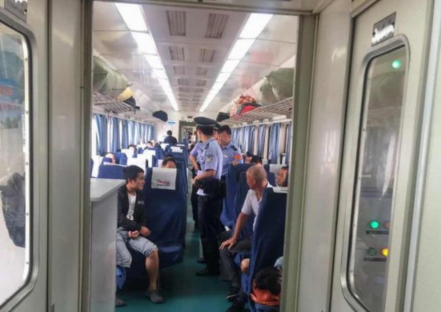 苏州大学大一新生乘火车因睡着未下车 乘警帮忙