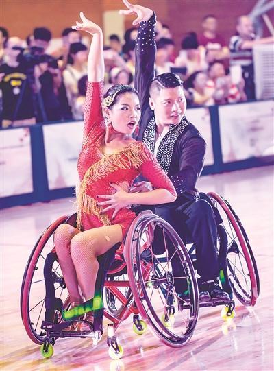 轮椅上舞者 跳出我天地