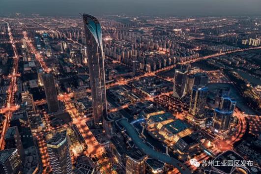 苏州国际金融中心玻璃幕墙封顶 成为江苏第一高