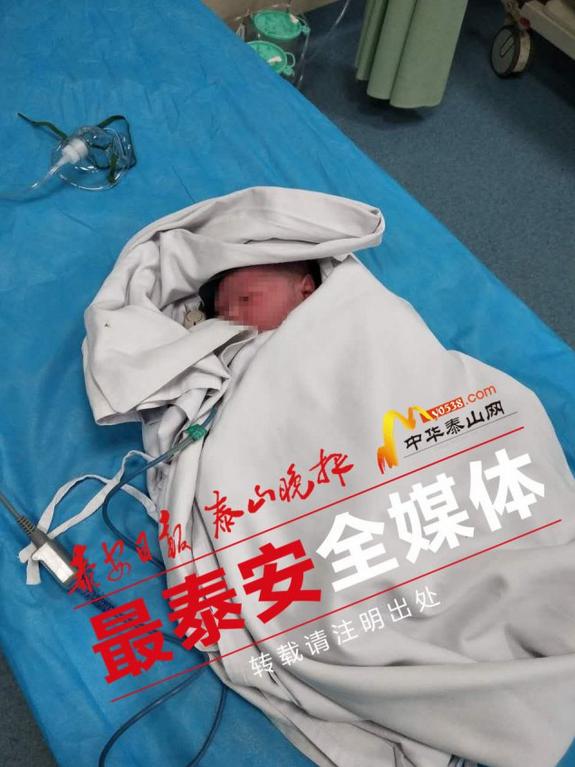 救护人员5分钟赶到现场 在路边接生男婴