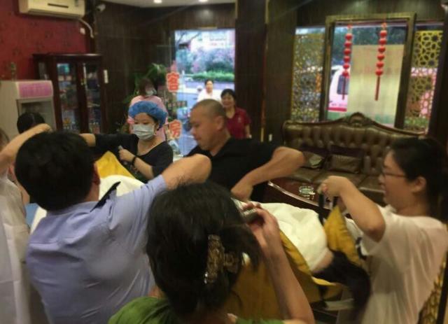 无锡一未婚孕妇旅馆自行分娩 民警赶到紧急送医