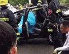苏州一轿车车顶被削掉 驾驶员身亡