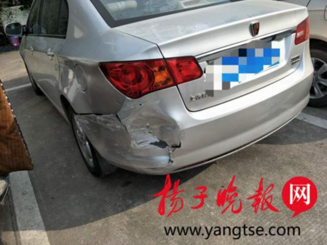 镇江一女司机开车玩手机 撞车不自知直接离开