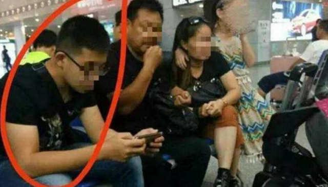 男子在南京南站猥亵女孩续 警方将跨省展开调查