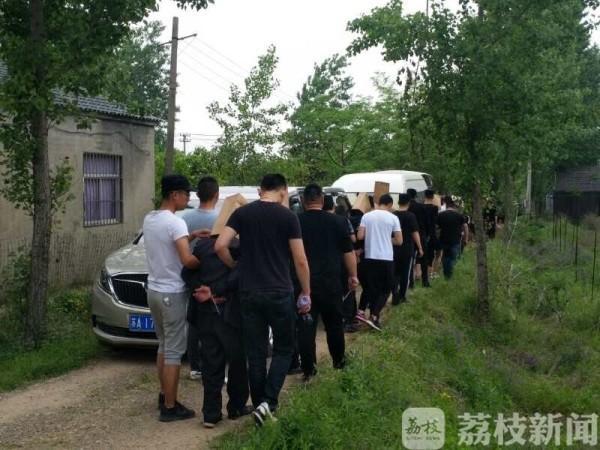 南京一偏远山沟频现神秘豪车 背后藏着大秘密