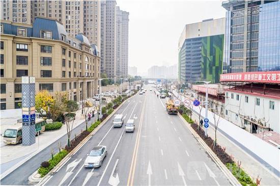 """南京云锦路改造完工换新颜 改铺""""透水""""路面"""