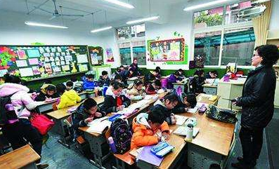 南京推行小学弹性离校一个月 难题仍待解