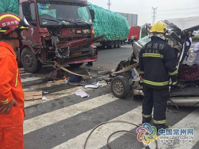 常州一货车与面包车迎头相撞生惨剧 致一人死亡