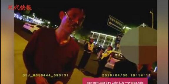 交警用流利英语教育违章老外 惊掉路人眼镜