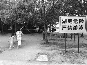 """无锡数百人湖里下""""饺子"""" 景区表示存在管理短板"""