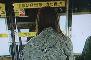 女子被地铁车门夹住