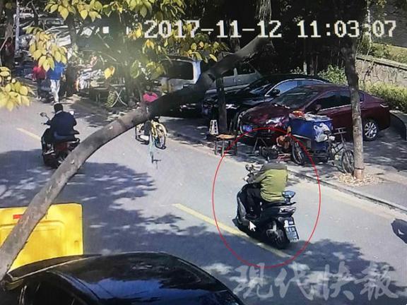 菜贩偷车连夜骑行30公里 一双胶鞋暴露了身份