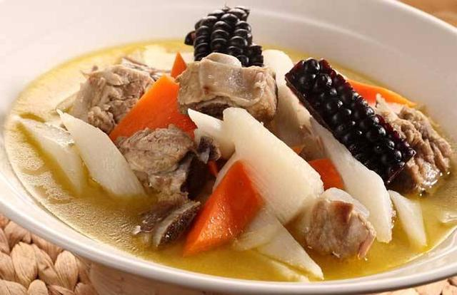 冬季煲汤可加山药 促进营养吸收