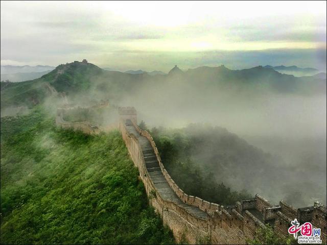 雨后长城如仙境 诗画金山岭之晨