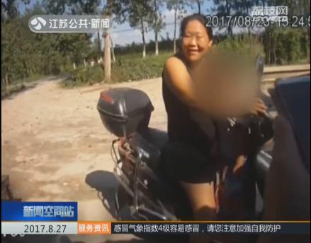 女子打麻将弄丢三岁女儿 晃悠三里路被民警送还