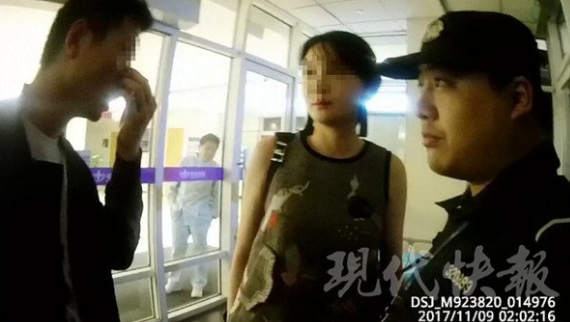 南京一女子因男友被网友打伤心情不好辱骂民警
