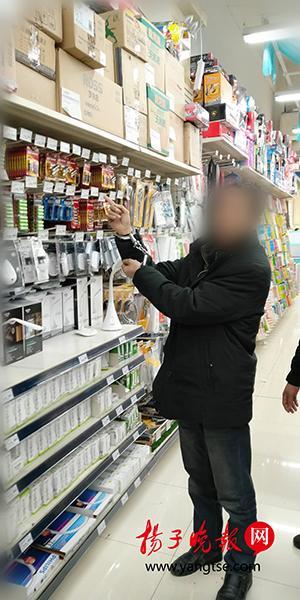 南京一男子难戒小偷小摸 超市逛半小时还是没忍住