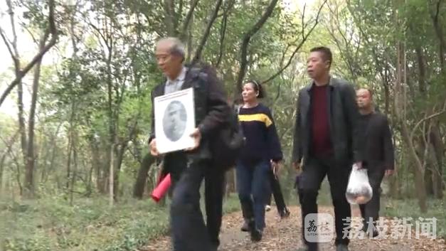 南京保卫战牺牲英烈后人来宁祭奠 准备带烈士回乡