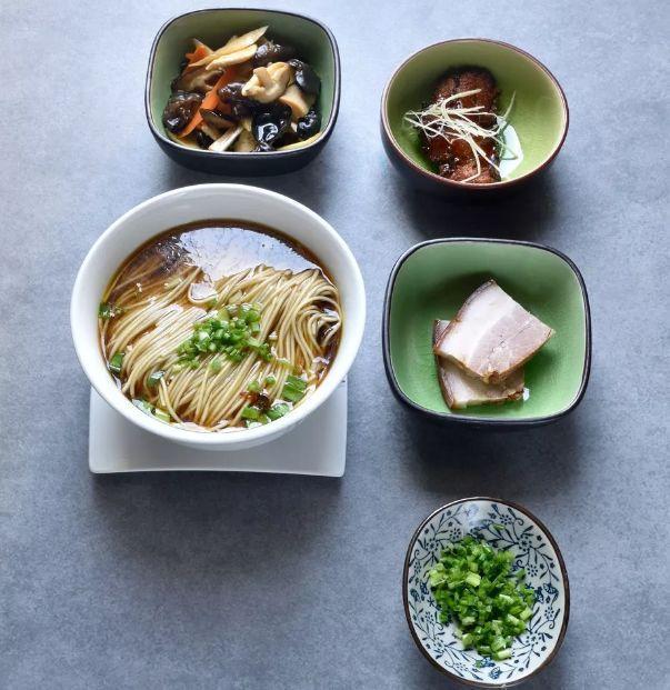 一碗大受好评的红汤面到底需要几个步骤?