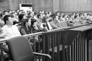 南京雨花街道原副主任受贿 百名干部旁听庭审