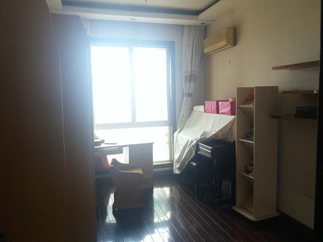 中华公寓 140.7㎡ 490万