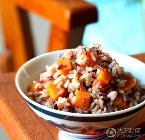 方法:取红薯100克(洗净切小块),大米50克,加水适量,煮熟食用.