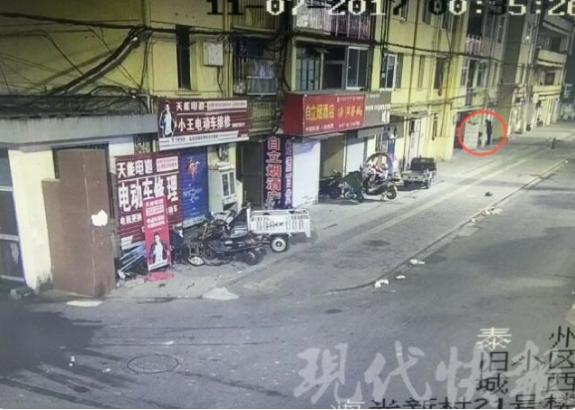 90 后男子凌晨抢劫足疗店 老板娘装死逃生
