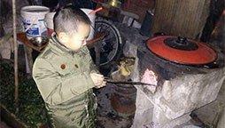 6岁男童患罕见病靠输血续命 母子三人蜗居5平米车库