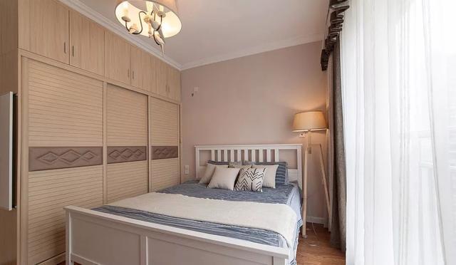 卧室衣柜选嵌入式好还是开放式好?