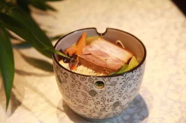 苏州能吃到的常熟味道的蕈油面