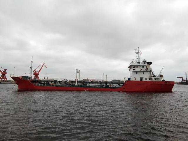 江苏海警查获的涉嫌走私油船