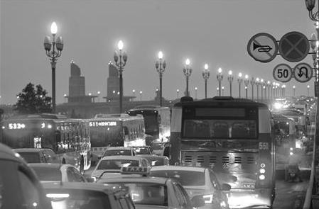 贝博app体育长江大桥大修前部分公交线路将开始调整