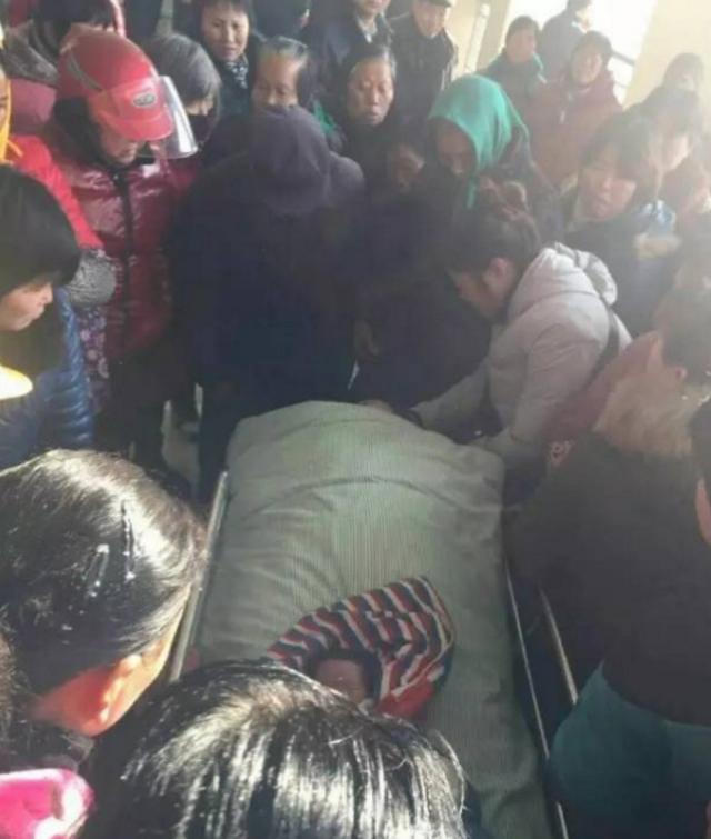 扬州一女子分娩时突发羊水栓塞 经抢救无效死亡