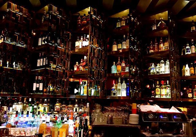 周末去哪high?这几家颜值高的西餐酒吧适合你!