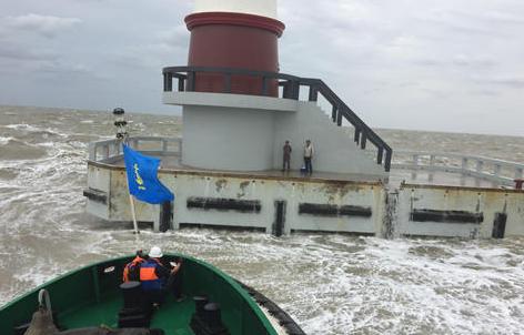 连云港突遇强对流天气2钓客被困灯塔20小时后获救